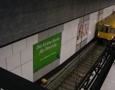 Plakataktion für Vielfalt & Toleranz am Berliner Hauptbahnhof